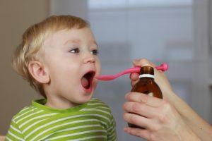bagaimana cara aman memilih obat amandel anak